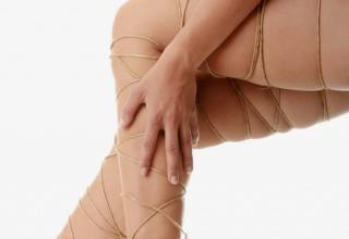 Beine umschlungen von Seil